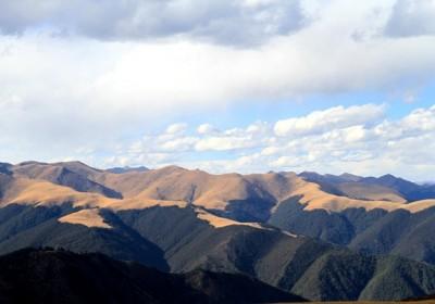 318川藏线旅游景点之海子山  一座万年石头山