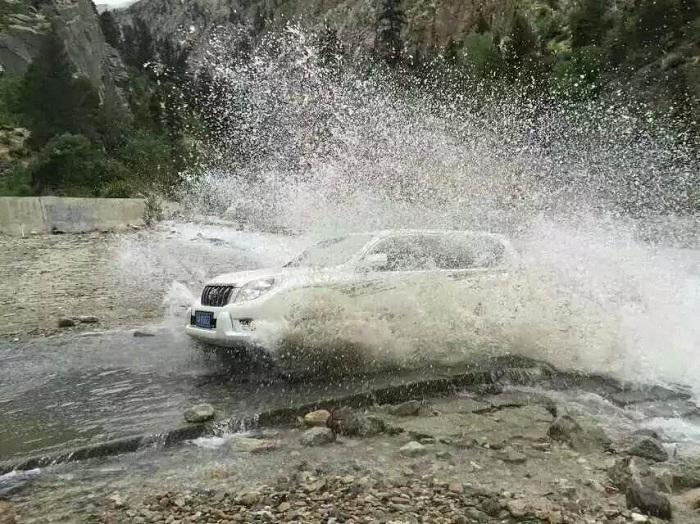 川藏线自驾游-积水路段