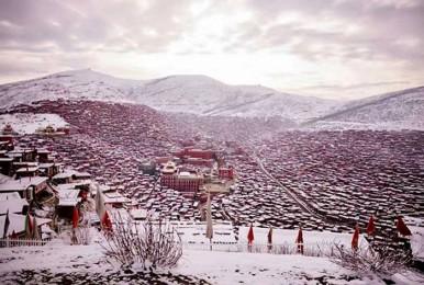 【冬之川西环线】四姑娘山、丹巴甲居藏寨、色达佛学院、海螺沟、木格措雪山温泉6日之旅