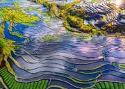 【云南* 元阳梯田、建水古城、碧色寨、乃古石林、东川红土地、元谋土林、弥勒温泉深度6日游】行在世外桃源中  摄于荧屏山水处