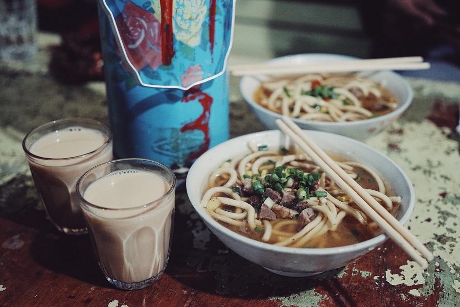 光明茶馆,藏民和甜茶