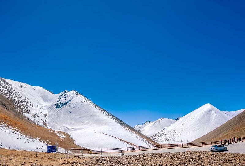 西藏念青唐古拉山那根拉山口