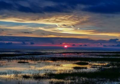 在青海湖畔的黑马河能看日出吗?