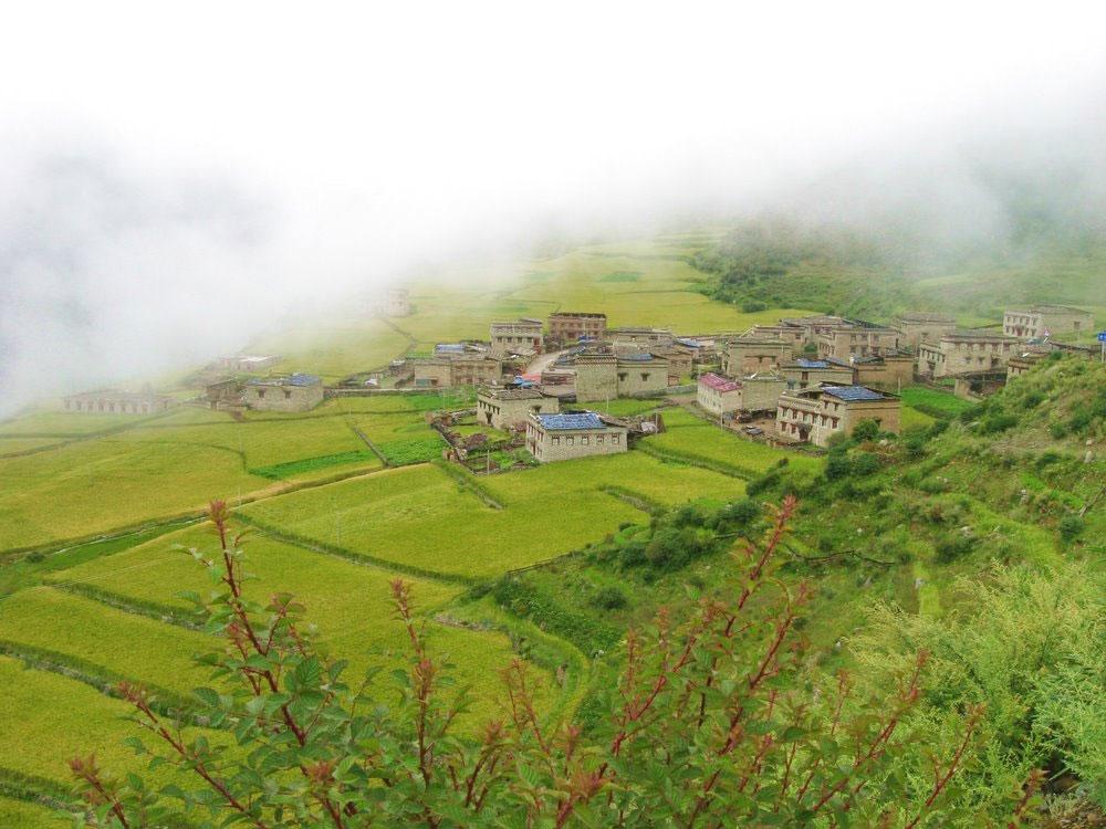 六月稻城亚丁最美景点推荐——亚丁卡斯村