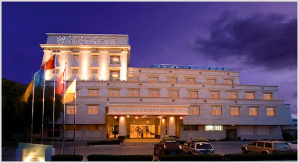 去川藏线需要提前预订酒店吗