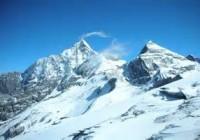 普通游客可以去四姑娘山二峰三峰吗?