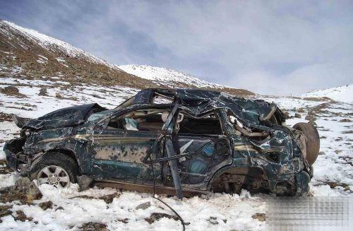 细数这些年川藏线交通事故冰雪路翻车