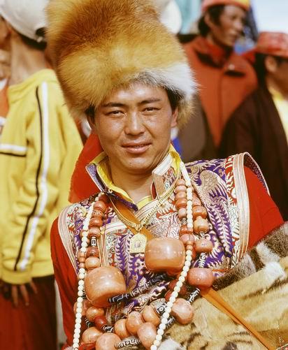 稻城藏族服饰介绍
