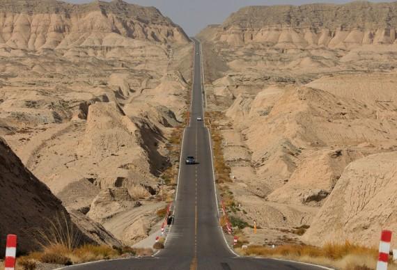 【绝色新疆-独库轻奢小团8日】精心设计旅游路线  让玩有更多不同!