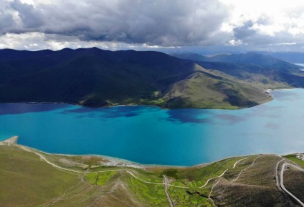换个视角看羊湖 夏季羊卓雍措实拍